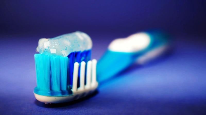 วิธีทำความสะอาดฆ่าเชื้อแบคทีเรียบนแปรงสีฟัน