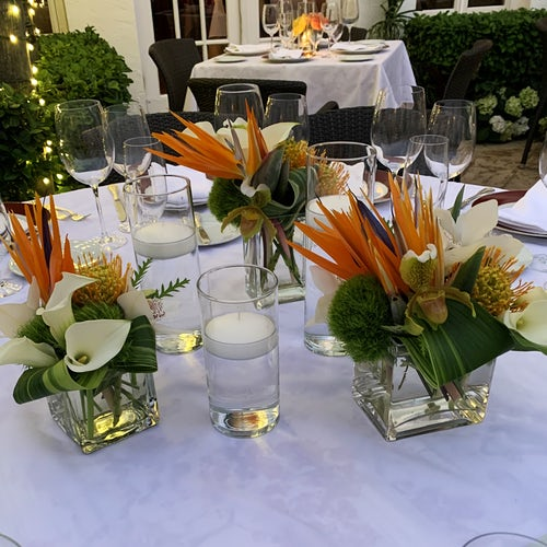 Outdoor Tropical Dining Table Arrangements